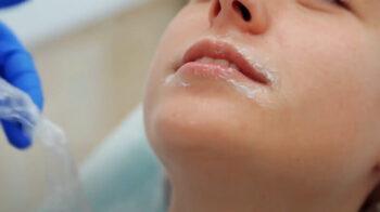 больно ли колоть губы