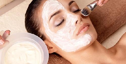 нанесение защитного крема после УЗ чистки лица